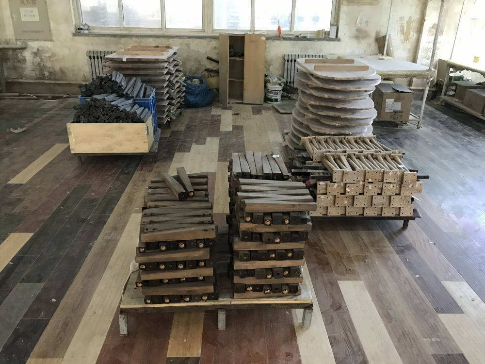 中国の大連の家具製造工場
