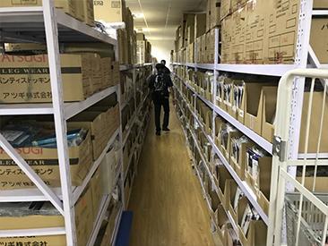 発送倉庫内の写真。