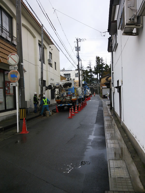 金津神社前の道路工事