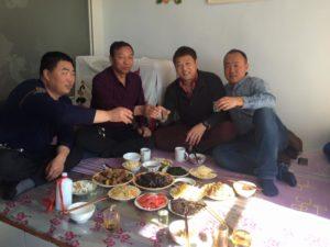内モンゴルのカシミヤ山羊の牧場での接待