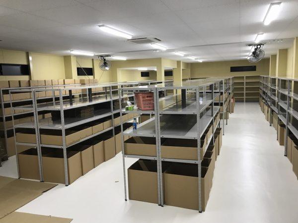 すててこ株式会社 物流倉庫 スチール棚 組み立て